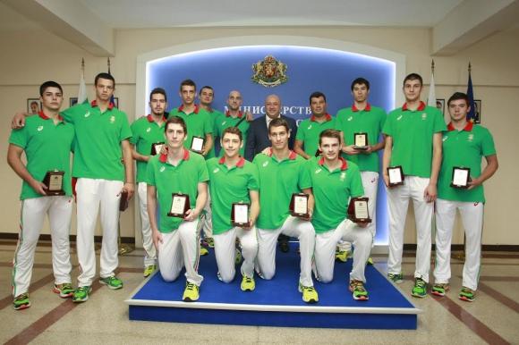 Министър Красен Кралев отличи сребърните медалисти от Тбилиси