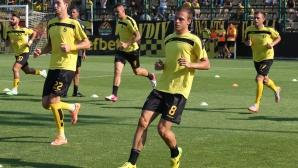 Футболистите на Ботев Пловдив тренират във фитнеса