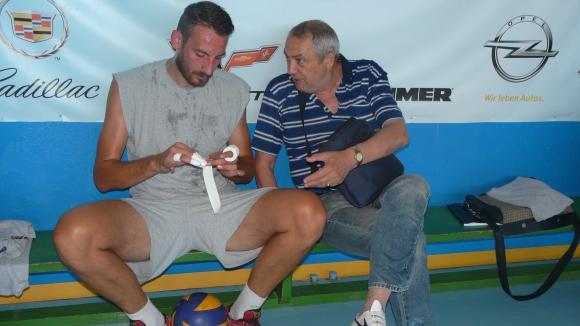 Петър Шопов изведе 14 волейболисти на първа тренировка