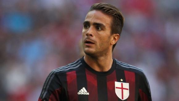 Нападател на Милан отиде в Англия