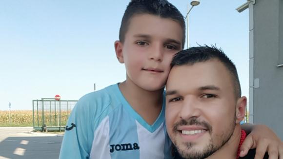 Божинов носи късмет на сина си в базата на Сърбия