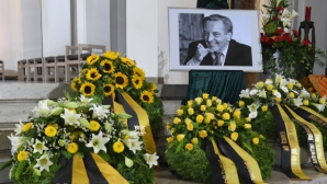 Траурна церемония събра Балъков с Платини, Льов, Замер и Фьолер