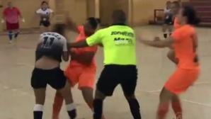 Жени се бият брутално на футзал (видео)