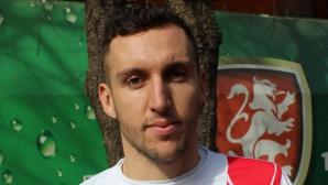 Васко Младенов се класира на четвъртфиналите на двойки в Тунис