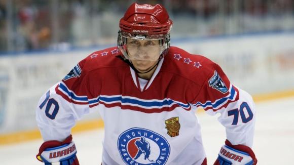 Путин се отдава на хокей на рождения си ден