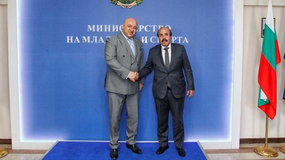Министър Кралев заминава на работно посещение в Катар, гледа Световното по бокс