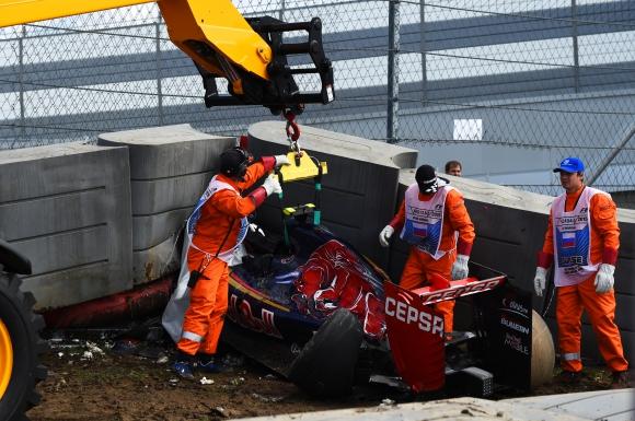 Тежък инцидент с Карлос Сайнц прекрати тренировката в Русия
