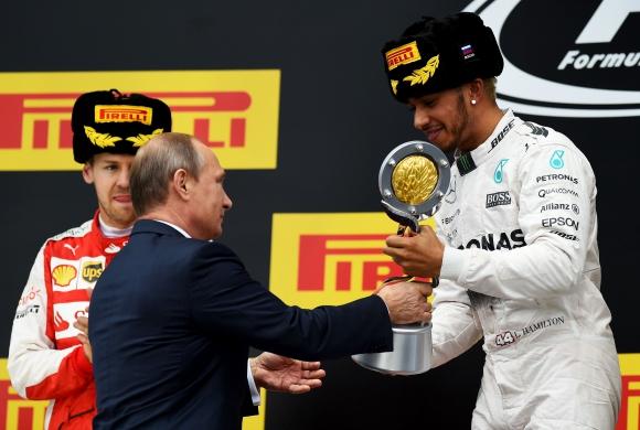 Люис Хамилтън спечели Гран при на Русия, Розберг отпадна