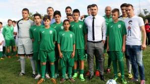 Божинов подари екипи и даде ценни съвети на младите таланти