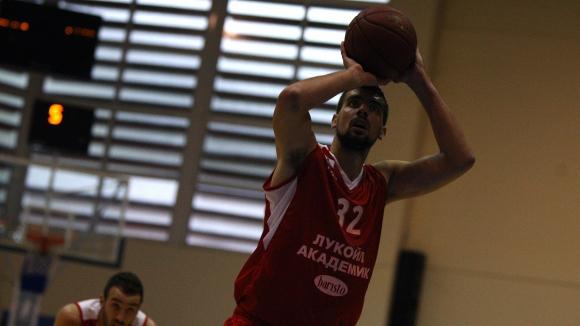 Лукойл Академик намали цените на билетите за мача с израелците