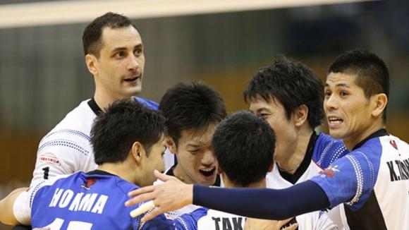 Матей Казийски със 17 точки! ДжейТЕКТ с първа загуба в Япония