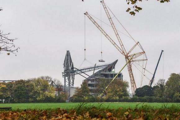 Стадионът на Ливърпул се издига все повече (галерия)