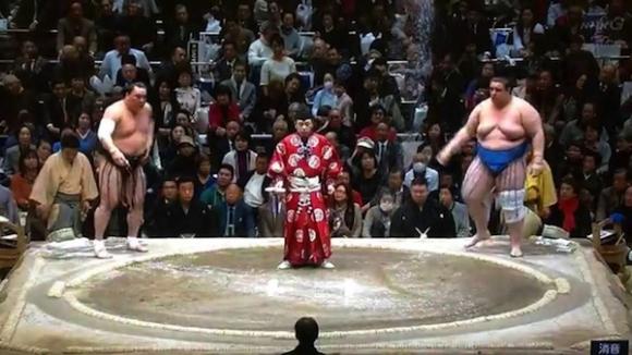 Аоияма загуби от великия шампион Харумафуджи на дохиото във Фукуока