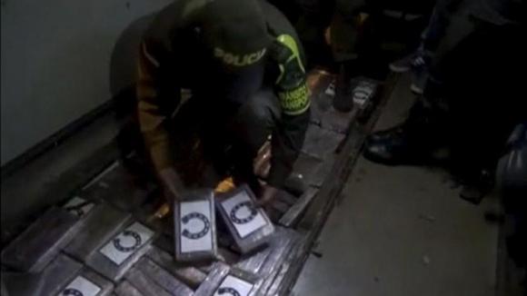 Конфискуваха над 500 кг кокаин от автобуси с колумбийски фенове