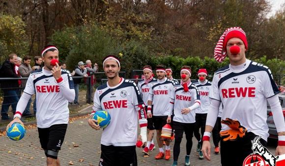 Карнавалната треска завладя и футболистите на Кьолн (видео + галерия)