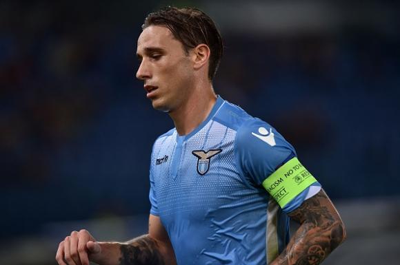 Интер преследва звезда на Лацио
