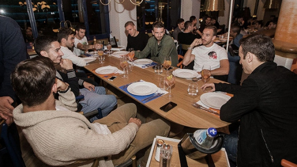 Тудор сплотява колектива в ПАОК, заведе Бербатов и ко. на вечеря
