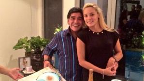 Марадона вдигна луд купон в хотел, гонят го