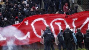 Има ли червен картон? Полицай повали грубо фен на ЦСКА (видео)