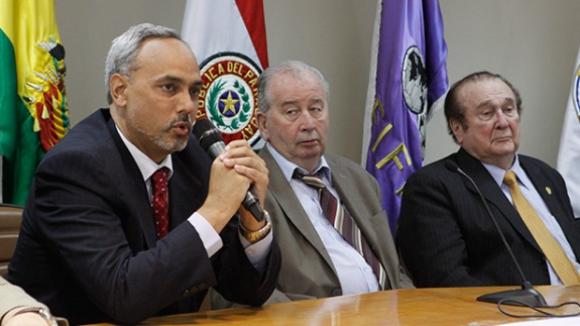 Започна разследване срещу шефовете на футбола в Перу