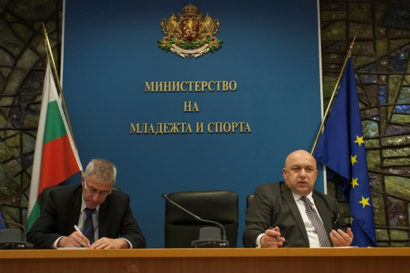 Министър Кралев се срещна с клубове по вдигане на тежести