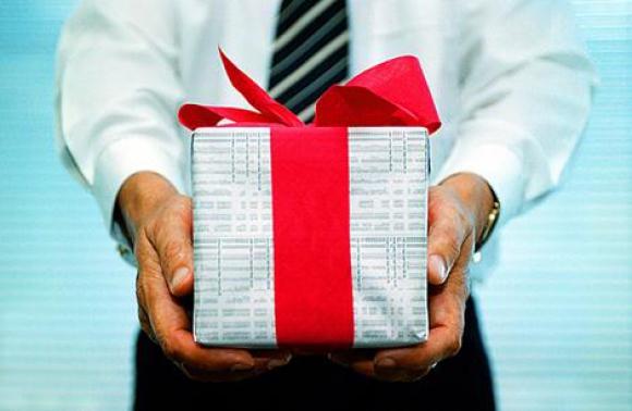 Какво да (не) ѝ подариш за празниците