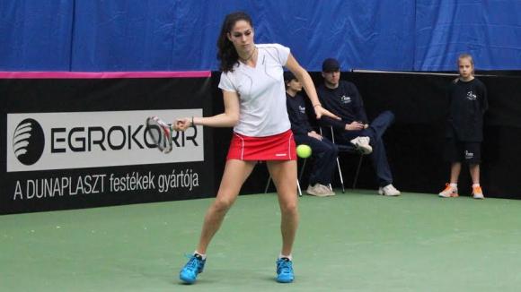 Шиникова се класира за финала на сингъл, загуби мача за титлата на двойки