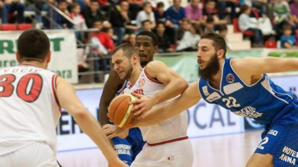 Павел Маринов с добър мач при победа на Динамо (Букурещ)