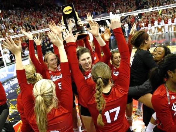 Невероятно, но факт! 17 000 гледаха на живо финала на женската NCAA в САЩ (ВИДЕО + СНИМКИ)