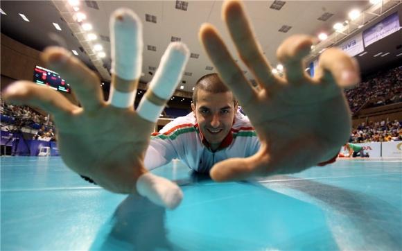 Иранци бавят волейболен национал
