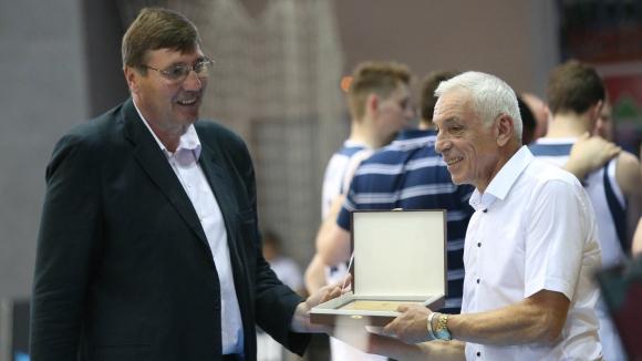 Георги Глушков откри новата спортната зала в Перущица