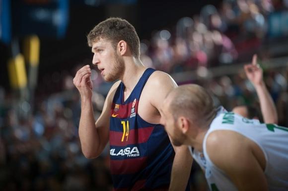 Bезенков с 8 борби и 3 асистенции при победа на Барселона в испанското първенство