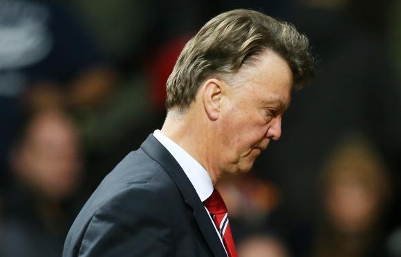 "Ван Гаал има два мача, за да запази поста си на ""Олд Трафорд"""