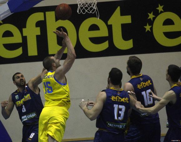 Левски 2014 се разправи с Ямбол след силна трета част (галерия)