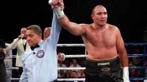 Устинов се съгласи на мач с Ортиз