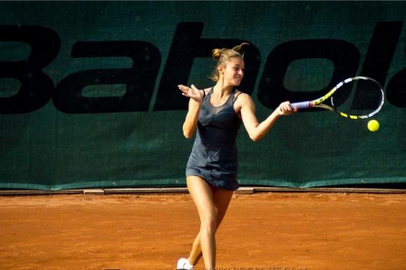 Вангелова стартира с победа в Тунис