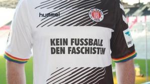 Играчите на Санкт Паули с фланелки срещу фашистите