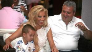 Емилия и Коко Динев отлетяха за Дубай