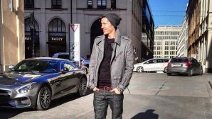 Спипаха Левандовски да си прави снимка на улицата