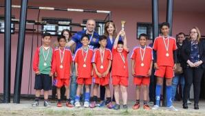 Фен клубът на Манчестър Юнайтед организира футболен турнир за деца, лишени от родителски грижи
