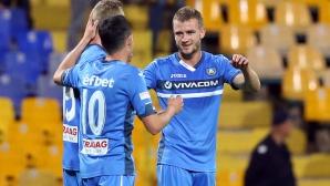 """Голмайсторът на Левски отпразнува подобаващо своя първи хеттрик с екипа на """"сините"""" (снимки)"""