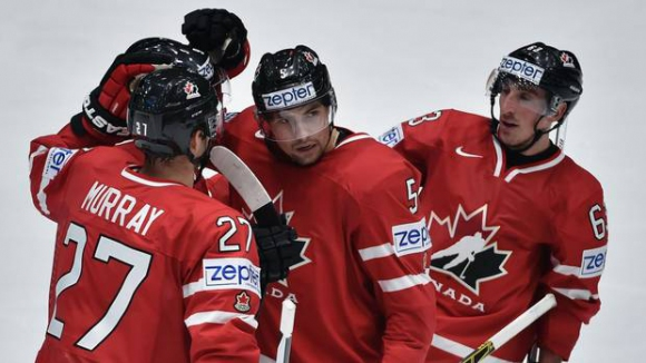 Канада разгроми САЩ на старта на Световното