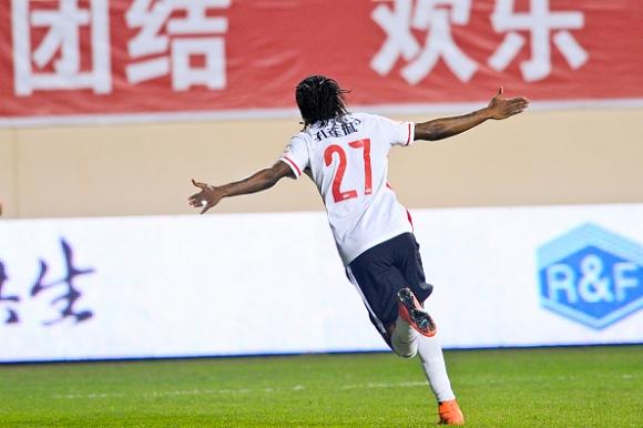 Жервиньо показа бързината си на китайците (видео)