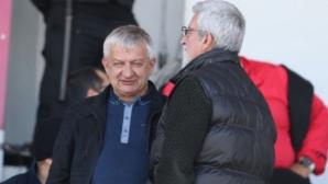 Крушарски преговаря с играчите за нови договори след края на шампионата