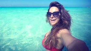 Секси Сани Жекова впечатлява от Карибите