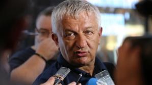 Крушарски към Стефанов: Няма да участвам в мерене на…