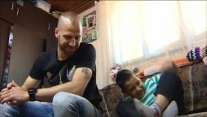 История за доброто: Защитник на ЦСКА помогна на 9-членно семейство в нужда (ВИДЕО)