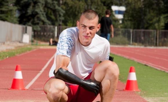 Параолимпиецът Михаил Христов подкрепя деца с увреждания в Ивайловград