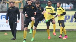 Трима футболисти ще започнат по-късно подготовка в Ботев (Пловдив)