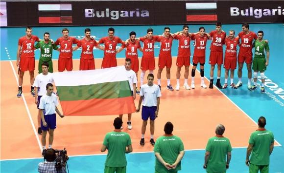Жега мори волейболистите ни в Сърбия